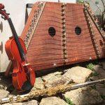 Le dulcimer et la flûte traversière d'Ema, le violon d'Aura